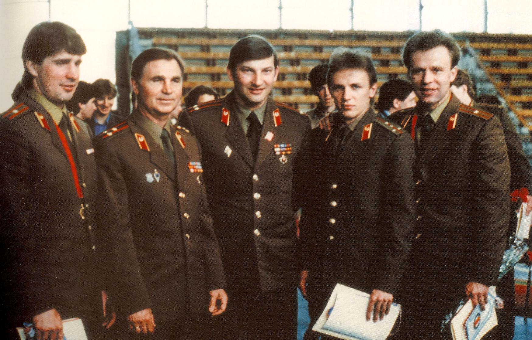Fetisov_(à_droite)_en_Uniforme.jpeg
