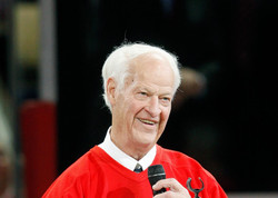 Hommage des Red Wings à Gordie Howe.