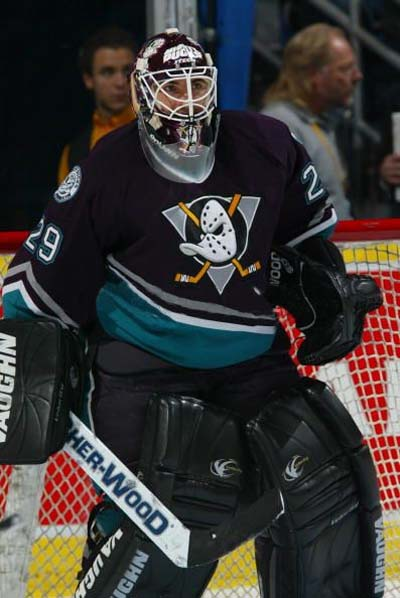 Sous le maillot des Anaheim Mighty Ducks.jpg