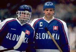 Peter Šťastný avec l'équipe de Slovaquie