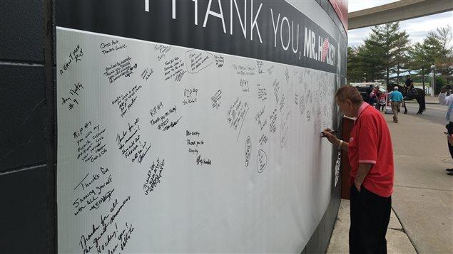 Hommage des Fans à Gordie Howe