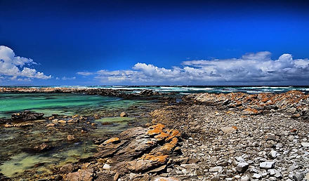 cape-agulhas-lagoon-ocean-blue-rocks-nat