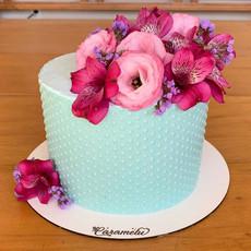 Dressed Cake (chocolate branco, meio amargo, colorido ou brilhante)
