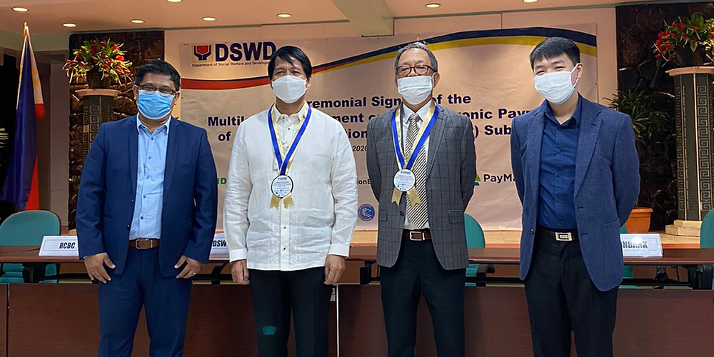 Starpay Team at DSWD contract signing