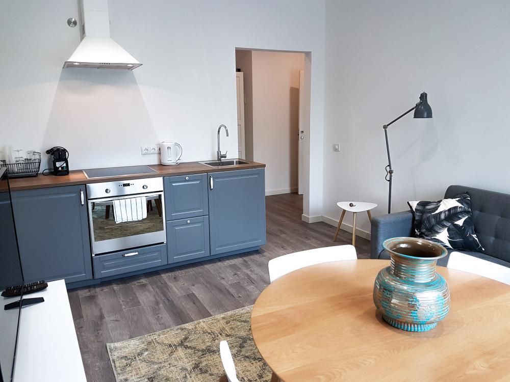Nelielas_virtuves_montāža