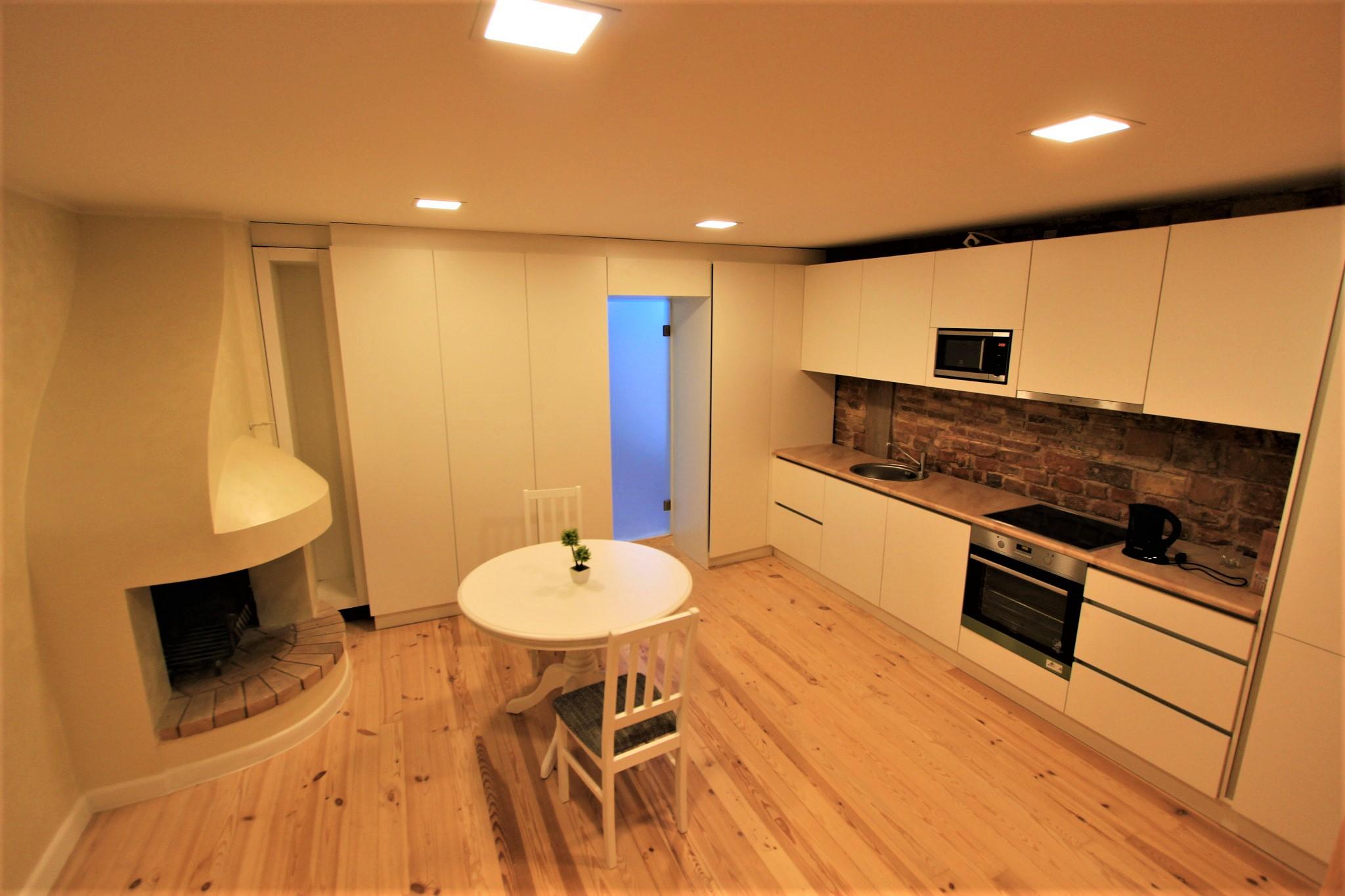 Iebūvētās virtuves montāža
