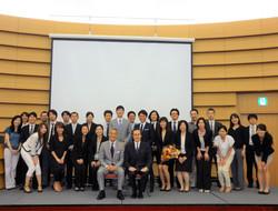 2、山本浩正先生(左)月星光博先生(右)を囲んでClubGPの皆様と
