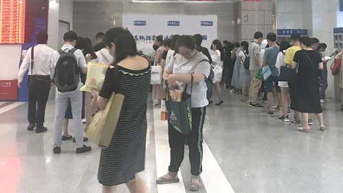 深圳税局:热线冷用,咨询前台沸腾
