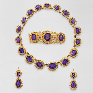 A VERY FINE ANTIQUE GOLD AND AMETHYST CANNETILLE PARURE. FRENCH, CIRCA 1825-1830