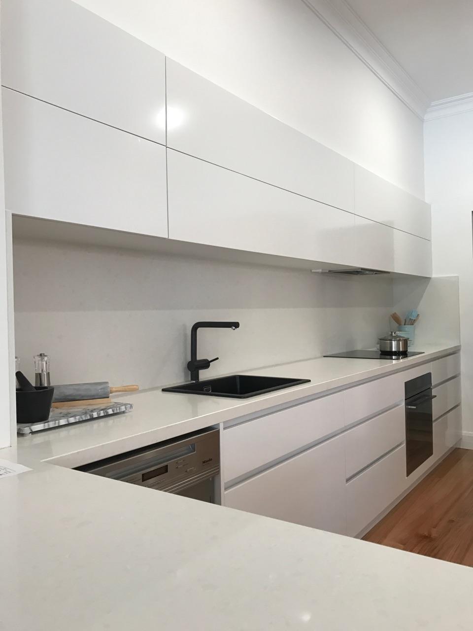 Balwyn - Contemporary White Kitchen