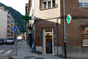 Farmacia Paloma López (Moreda)