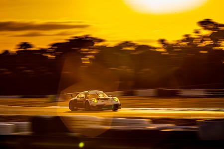 Team Hardpoint EBM Porsche 911 GT3R No. 88