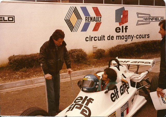 in discussion with Patrick Depailler