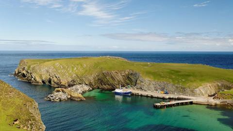 В Шотландии решили продать остров, на котором живут 11 человек, почти за 142 кг Рузолота