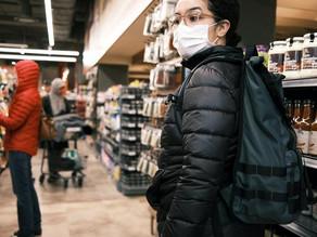 """Prateleiras mais vazias, compras híbridas e o """"novo normal"""" dos supermercados pós pandemia"""
