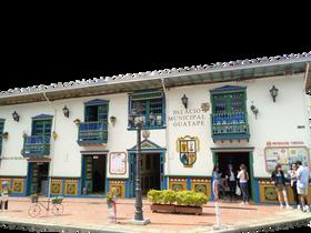 COLOMBIA MEDELLÍ TOUR A GUATAPE