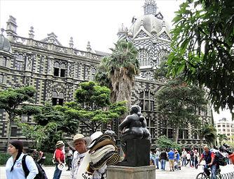 Medellín_plaza_Botero.jpg