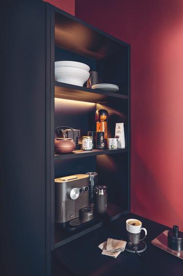 lighting-back-of-shelves-black-kitchen-n
