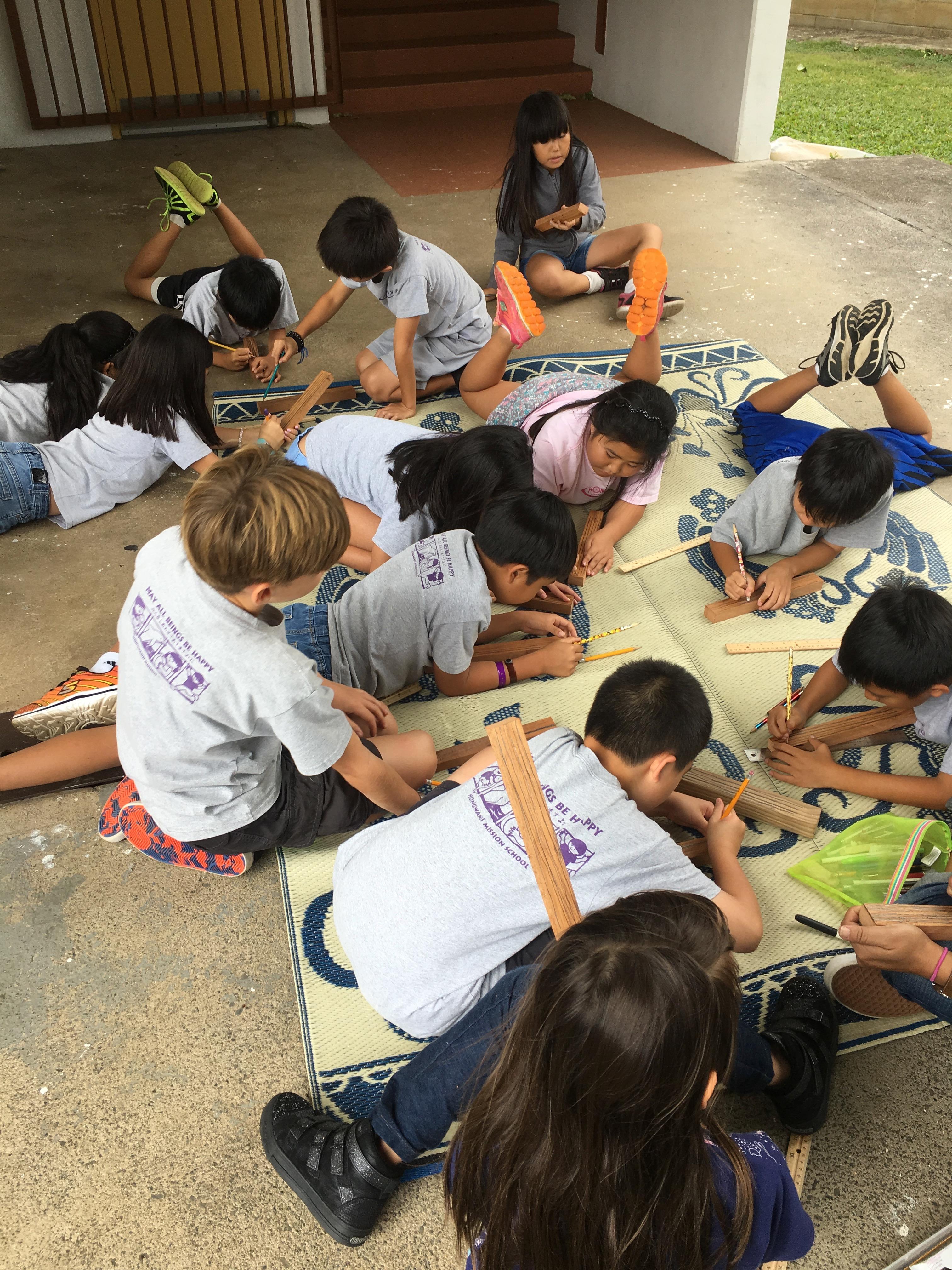 Students making 'Ie Kuku