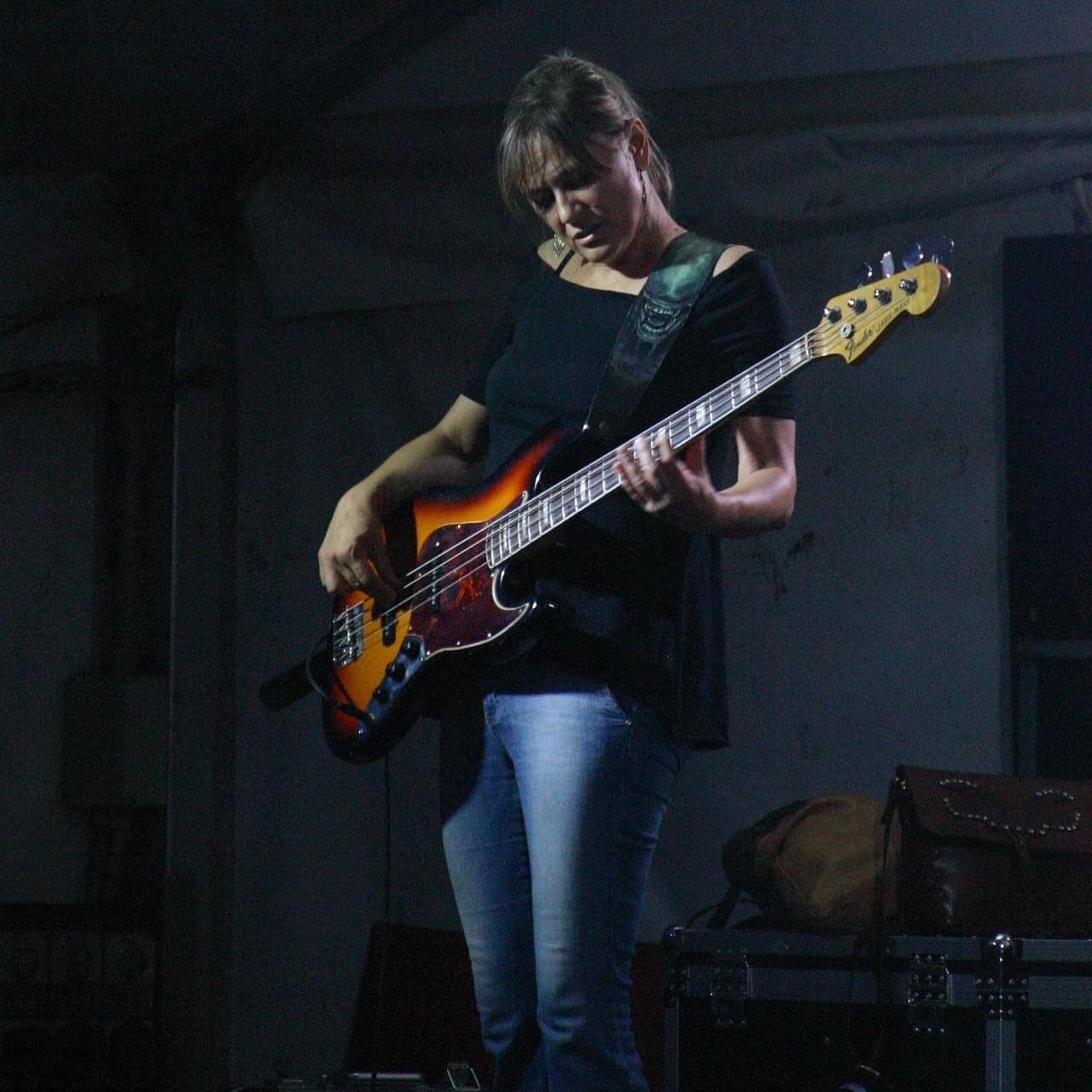 Elisa Minari - Bassista dei Ma noi no Tributo ai Nomadi