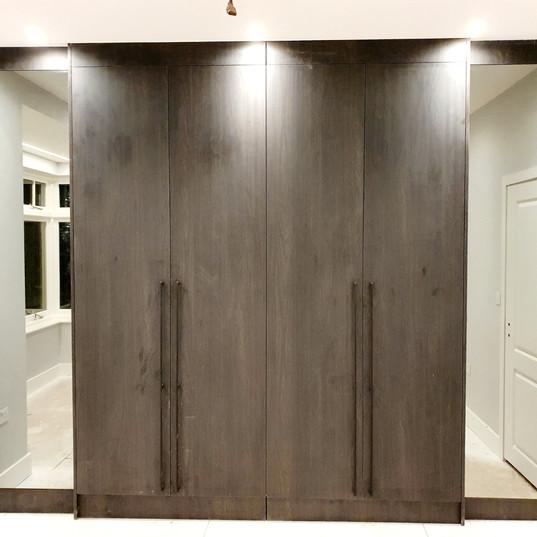 Bespoke Wardrobe with Mirrors_083837.jpg