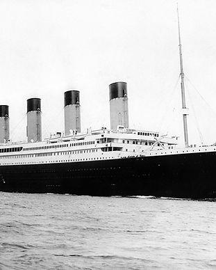 1200px-RMS_Titanic_3.jpg