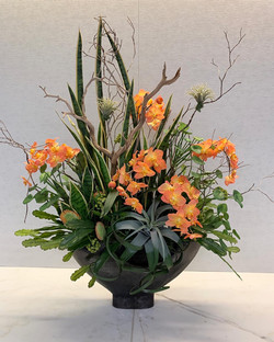 Large mixed contemporary floral