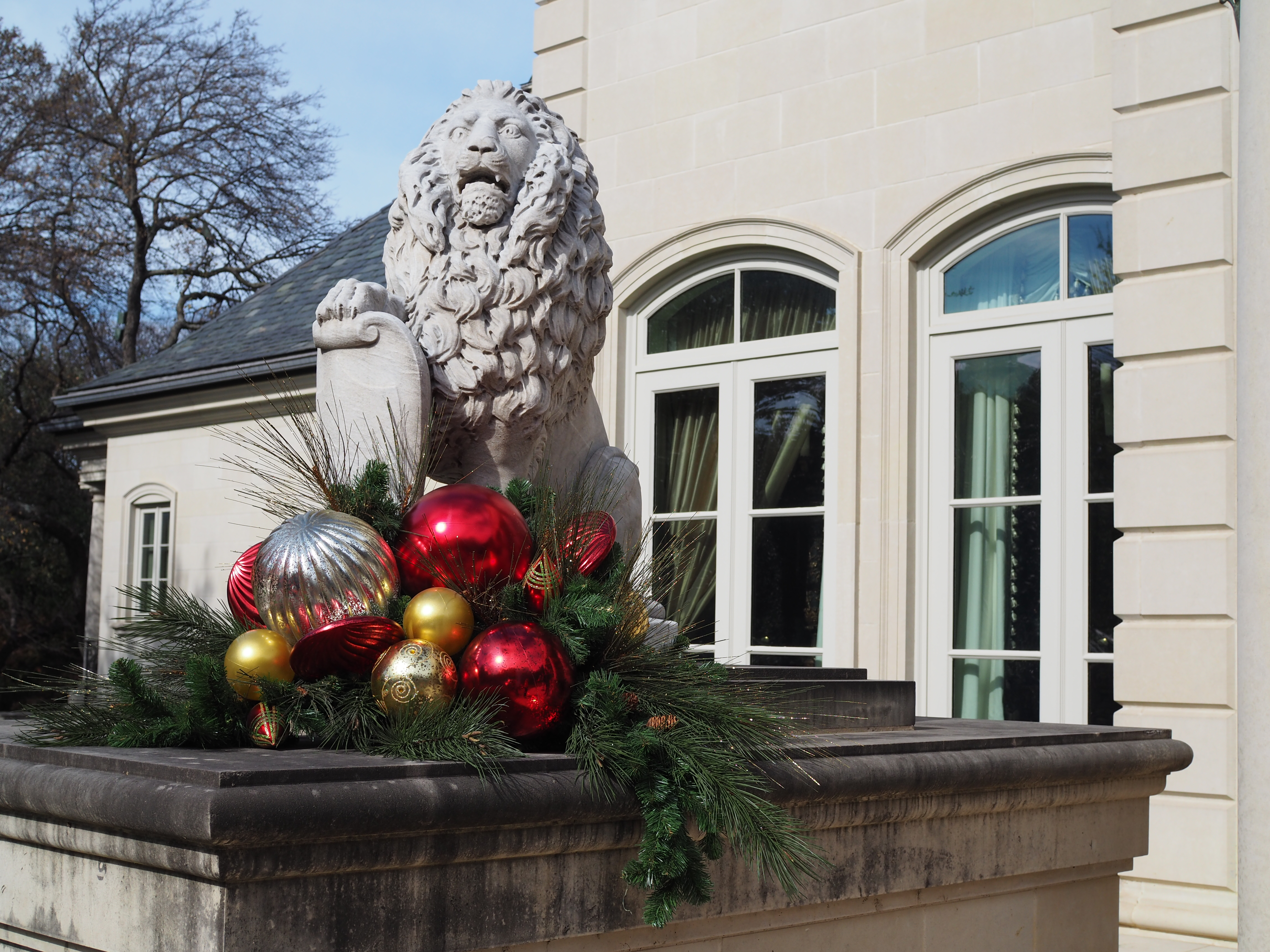 Outdoor Statue Embellishment
