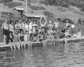 Cave Hill Large Group Pool 1940.jpg