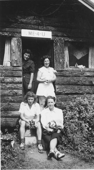 Cave Hill ME-4-U Women 1944.jpg