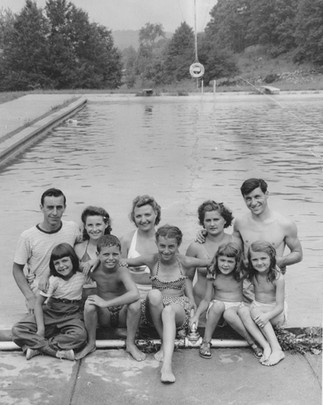 Cave Hill Families at Pool 1950s.jpg