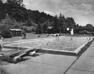 Cave Hill Pool WS Diver 1940s.jpg