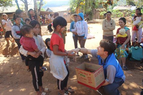 한영기 원장신부님 베트남 꼰뚬교구 한센인 마을 방문
