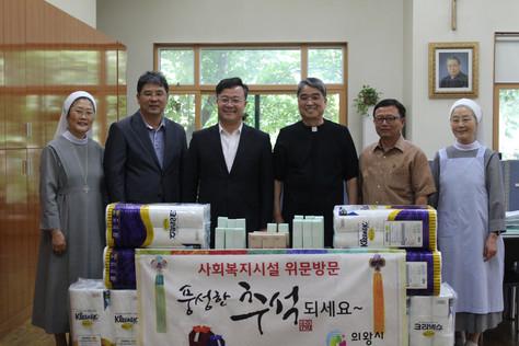 의왕시장 방문 및 물품기증