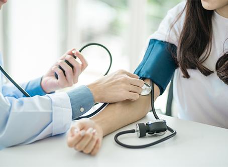 Como é caracterizada a hipertensão arterial?