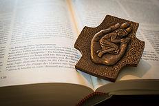 bible-1058296_1920.jpg
