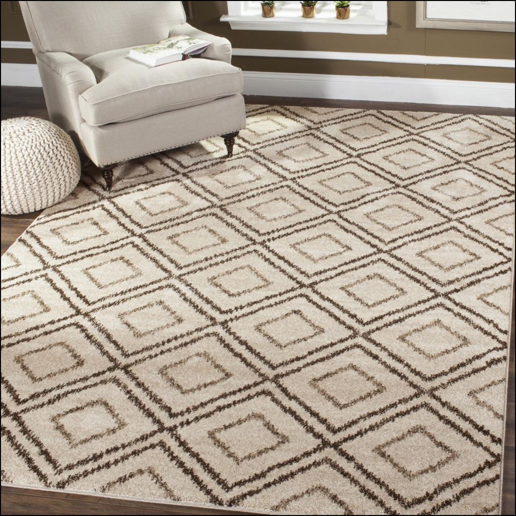 patterned carpet in 3 seasons room