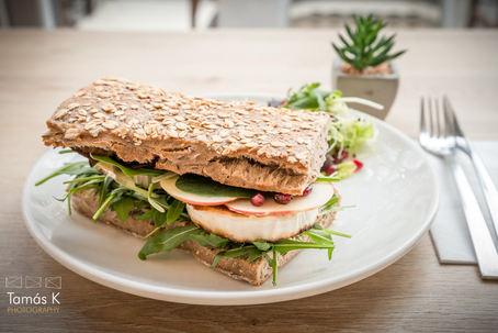 Kecskesajtos szendvics