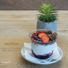Elviteles granola friss gyümölccsel