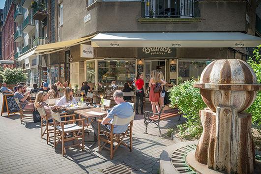Frühstück in Budapest auf der Terasse