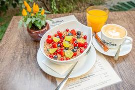 Poridge with fresh fruits