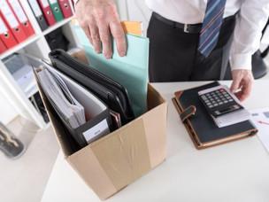 Ubicar el despido injustificado en día de descanso no impide la re instalación o indemnización