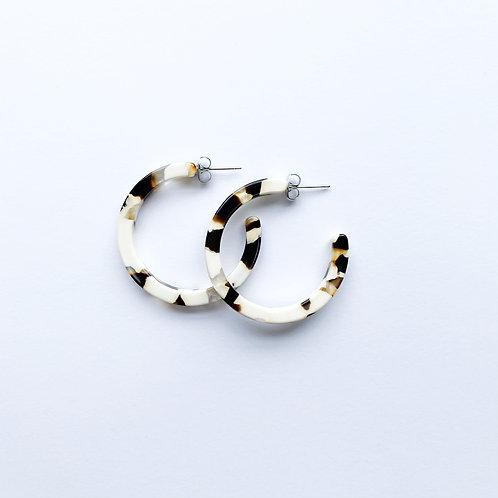 Nora Tortoise Earrings in Coca Cream