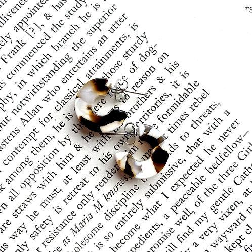Mali Tortoise Earrings in Coco Cream