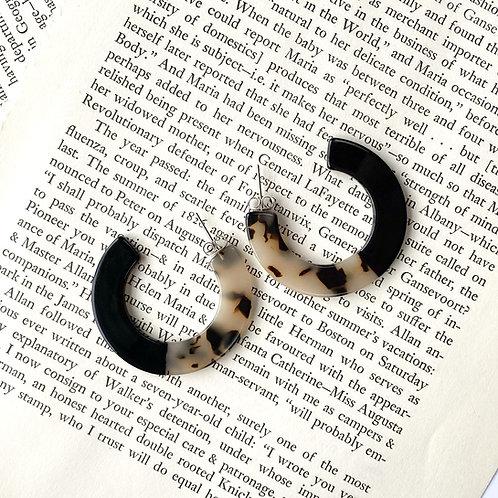 Roza Tortoise Earrings in Black