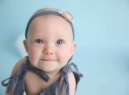 Aubree's Baby Milestone Sitter Session