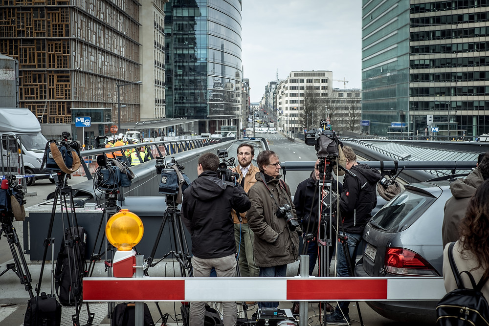 International press settled in front of the European Commission, 200 meters away from the bombing. (c) Aurélien Ernst