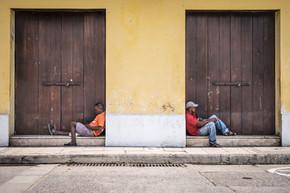 Colombie-wall between us.jpg