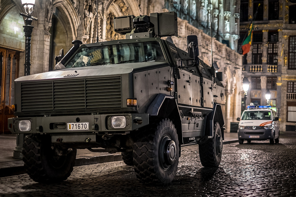 Military and police forces settled on the Main Square of Brussels. (c) Aurélien Ernst