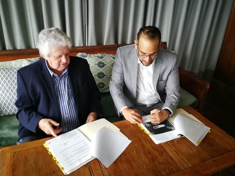 Firma de acuerdo entre Patin Bigote y Exim Ent.